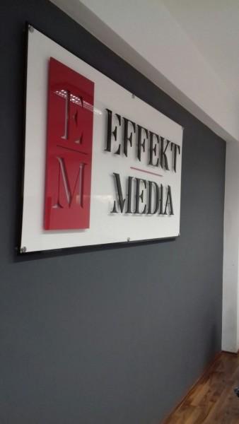 3D Acryl Schild EM (8mm durchgefärbt) auf durchgefärbter Trägerplatte