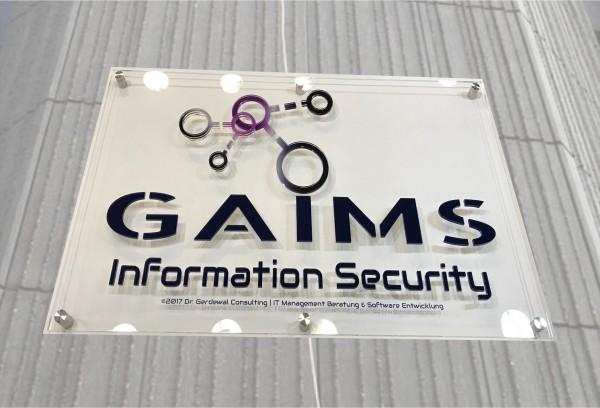 3D Acryl Logo GAIMS (8mm transparent) mit Abstandshaltern auf Grundplatte